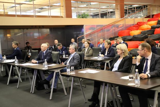 """Участие в круглом столе """"Развитие IT-индустрии, перспективы цифровизации финансовой сферы Республики Беларусь"""". Парк высоких технологий"""
